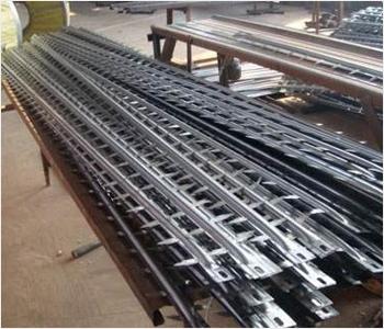 芒刺线具有牢固可靠,机械强度大,不断线,不掉线的特点,电气特性良好,易清灰,制造成本低.